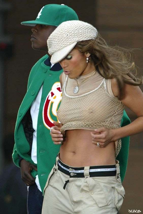 the weak plot and questionable situations of the character of jennifer lopez in enough a film by mic